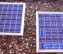 differences in appearance of the 93 Wp ACN2000E (right) and 108 Wp ACN5000E solar panels (left)
